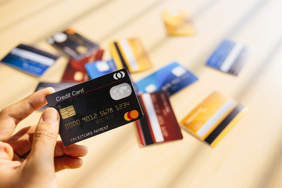 Budget Tracker Tips: Using Credit Cards and Rewards Wisely